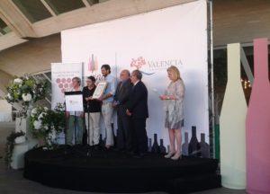 carlos valsangiacomo recogiendo premio Cuva Vella